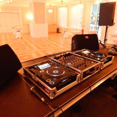 Party- und DJ-Equipment